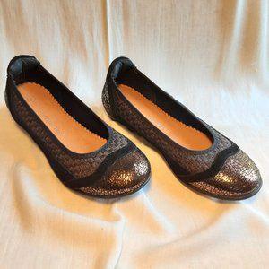 Bernie Mev. Black, Brown Metalic Flat, Size 6.5
